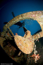 Shot of the propeller of the Tuna wreck between Similan N... by Patrick Neumann 